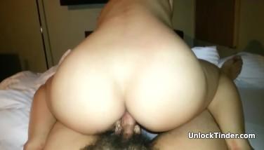 Pareja de asiaticos haciendo su primer anal